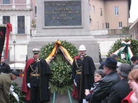 Laying the wreath for Giordano Bruno